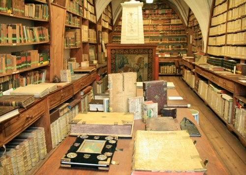 03 alte bibliothek vorderer gang