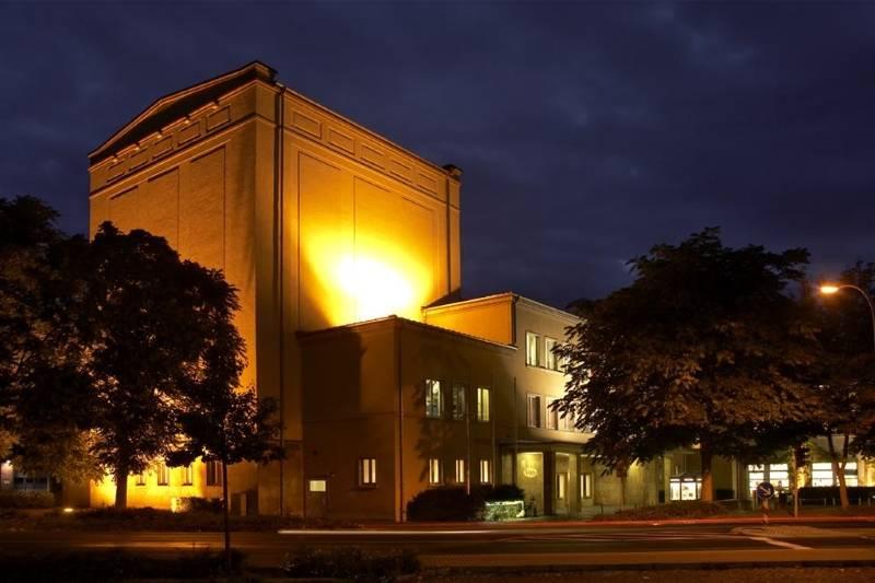 Das Städtische Kulturhaus in abendlicher Stimmung. © Robert Doppelbauer